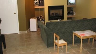 la salle familiale du sous sol de madame desjardins chantal couture. Black Bedroom Furniture Sets. Home Design Ideas